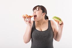食べることが大好きな女性